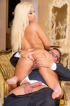 Hard sex with glamour blond pornstar