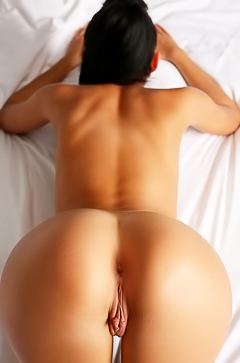Beautiful tanned babe with awesome ass