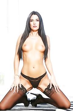 Nikki Daniels in super sexy lingerie