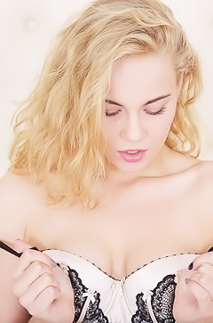 Curly Mandy Tasting Her Vagina