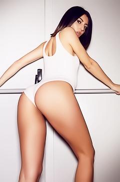 Aubrey Nova - sporty striptease