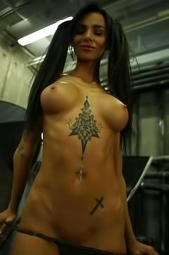 SunnyQ in erotic photoshoot