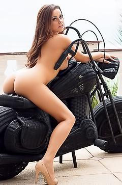 Exxxtra hot babe Izabella Morales