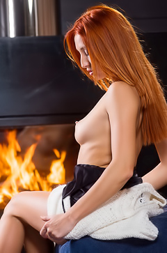 Redhead Rarien Shows Her Tight Vagina